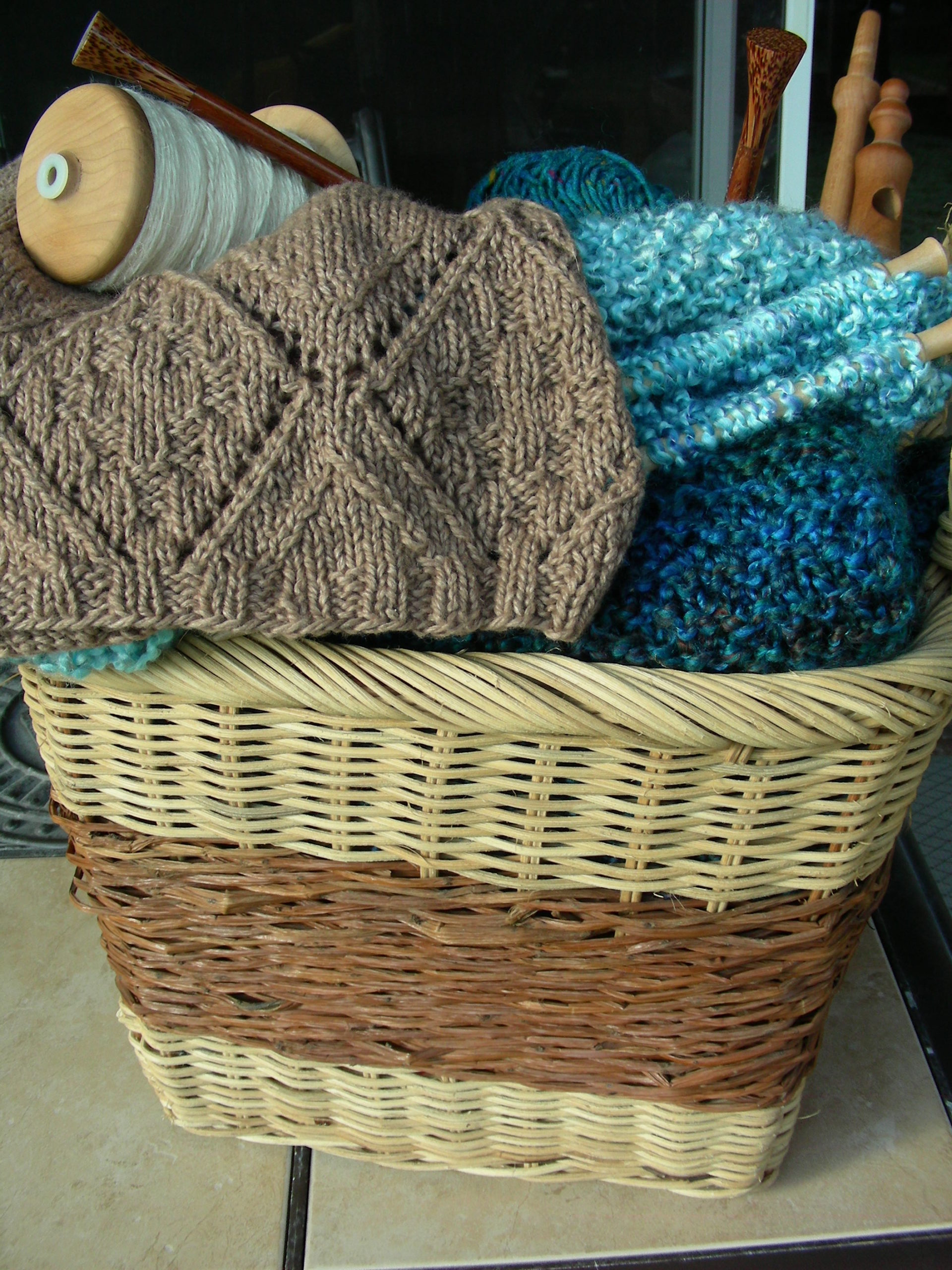 AllUnwound.com knitting basket with unfinished hand knits, hand spun yarn, knitting needle